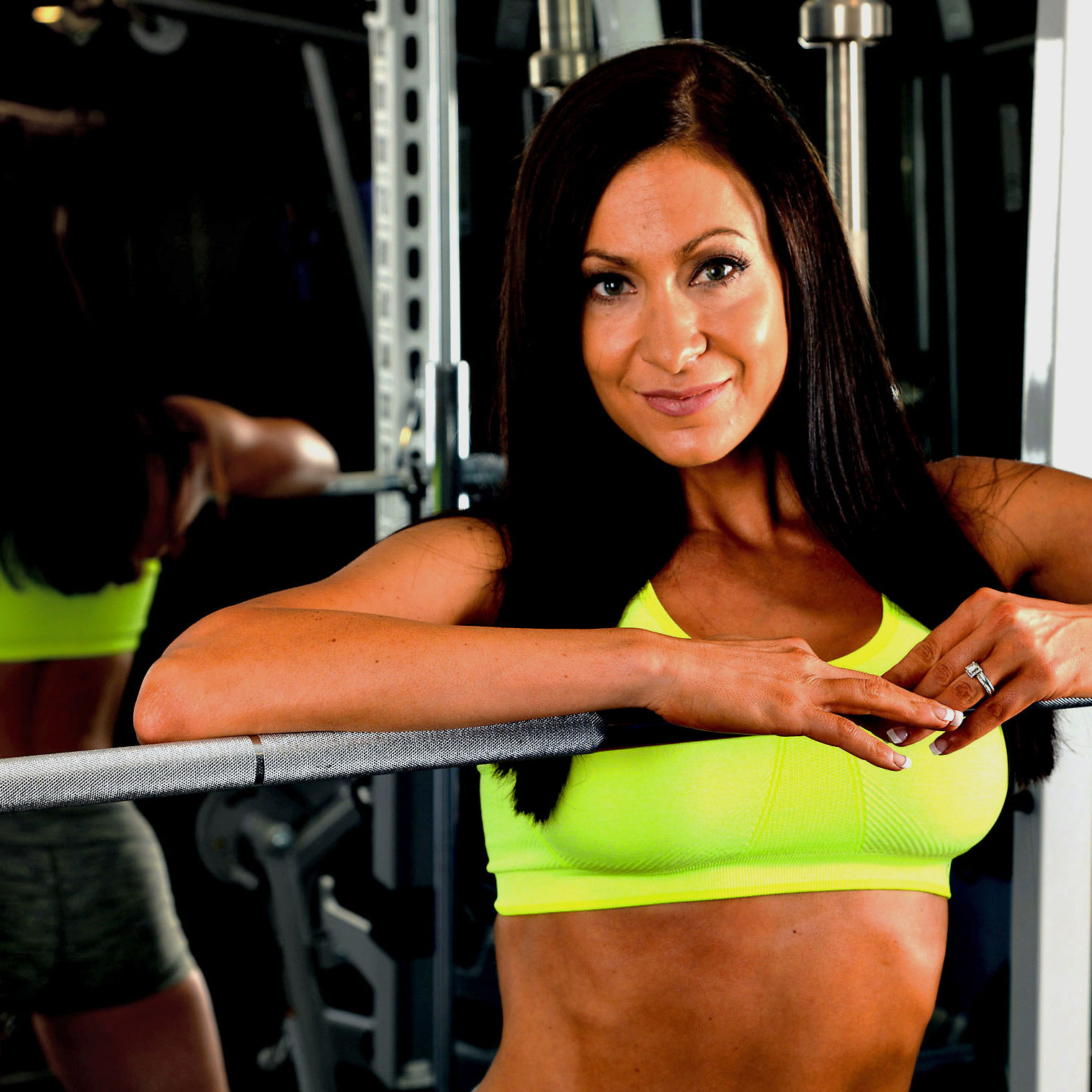 Online workout programs contain exercises that utilize a squat rack